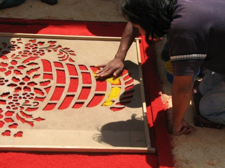 Making the intricate floral patterns -- Easter week Antigua -- Alfombras de Aserrin -- Carpets of Sawdust