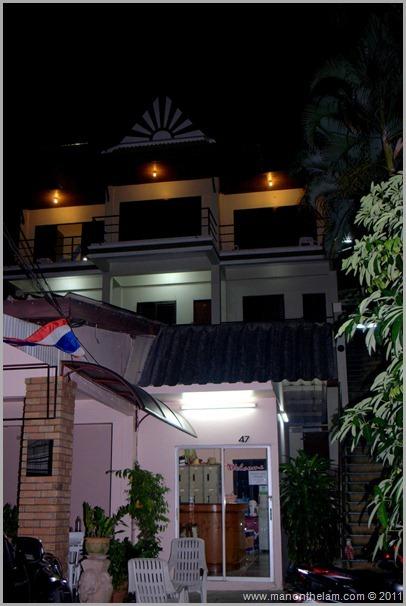 Roomorama Baan Nitra Guesthouse exterior, Patong, Phuket Thailand