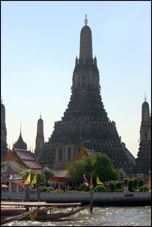 how to get to the grand palace by boat