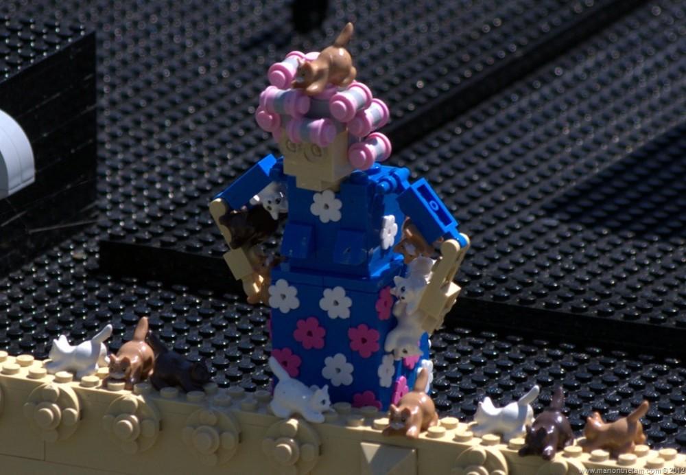 Crazy-Lego-cat-lady-Miniland-USA-Legoland-Florida-Aeroplan-Welcome-Aboard-Event.jpg