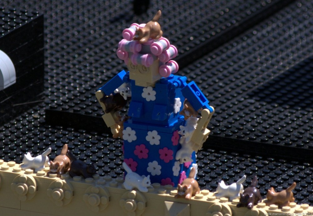 Crazy-Lego-cat-lady-Miniland-USA-Legoland-Florida-Aeroplan-Welcome-Aboard-Event.jpg