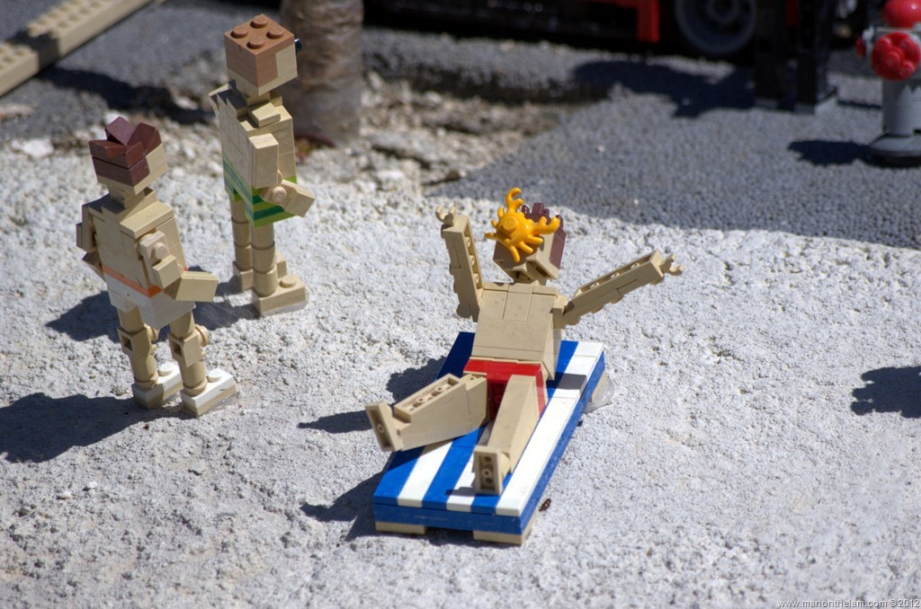 Killer-crab-attacking-man-on-beach-closeup-photo-minifigure-Miniland-USA-Legoland-Florida.jpg