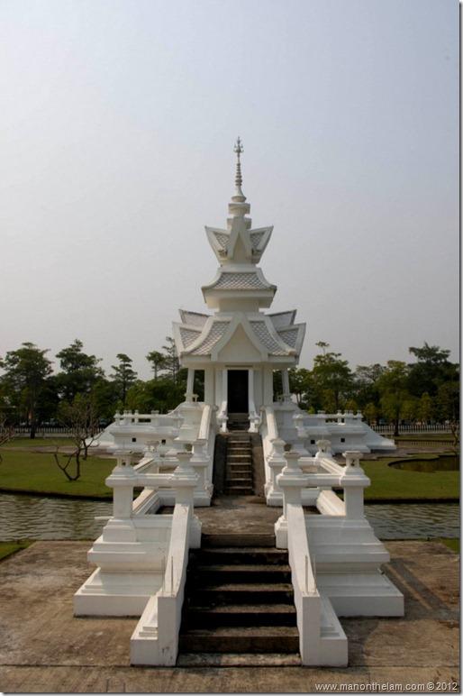 Chiang Rai White Temple, Thailand-131