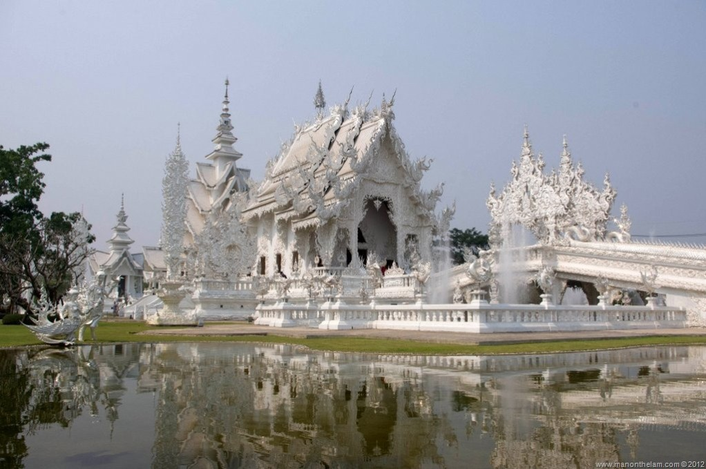 The Creepily Peculiar White Temple of Chiang Rai