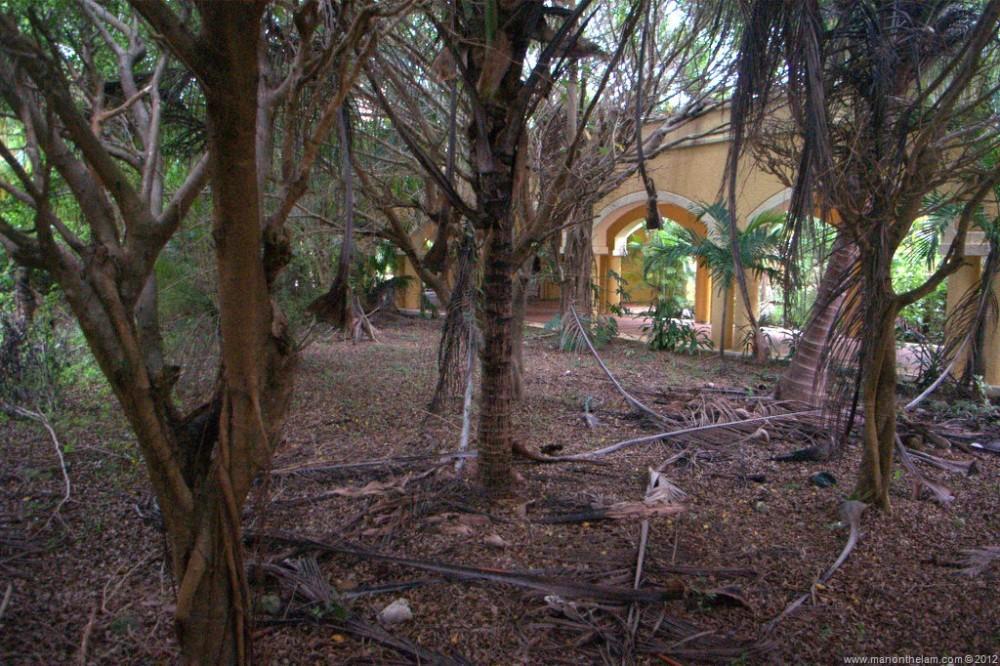 Abandoned-Beach-Resort-Club-Tulum-Xpulha-Riviera-Maya-Mexico-238.jpg