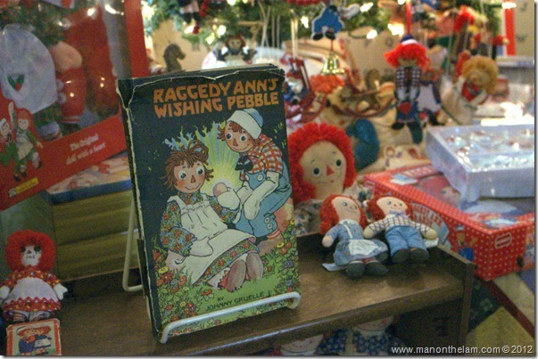 Raggedy Ann and Raggedy Andy memorabilia