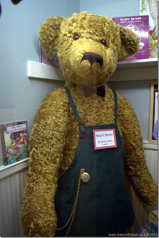 Big Ben -- the largest articulated teddy bear in the United States