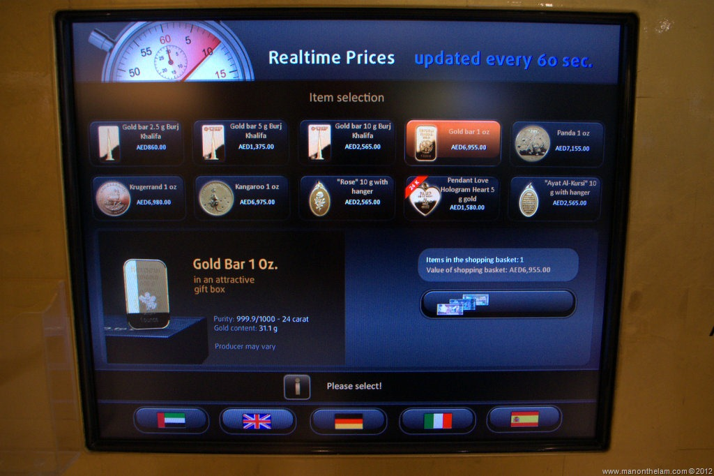 Offbeat Images There S Gold In Them Thar Dubai Atms Man