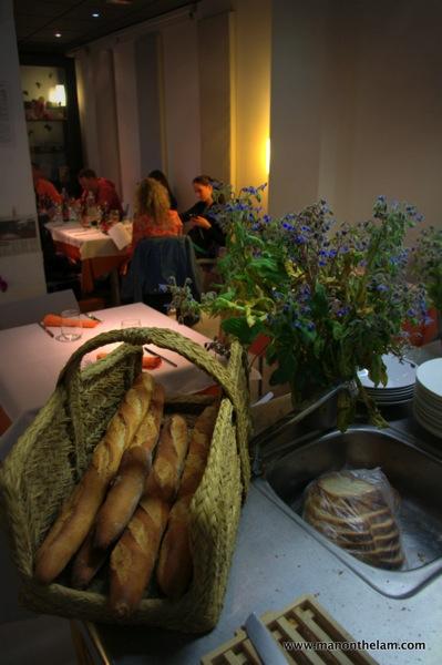 La-Calendula-Restaurant-Girona-Spain-flowers-and-bread.jpg
