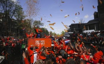 KLM surprises 10 lucky people with the ultimate Orange Experience